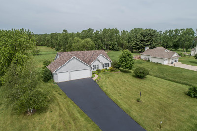 Waukesha County Single Family Home For Sale: W361s2763 Lisa Ln