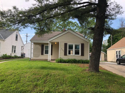 West Allis Single Family Home For Sale: 8808 W Rogers St