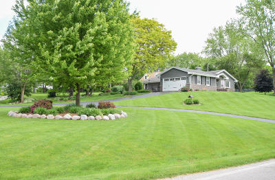 Muskego Single Family Home For Sale: W171s6810 Lannon Dr