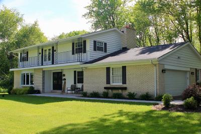 Ozaukee County Single Family Home Active Contingent With Offer: 13349 N Lakewood Dr