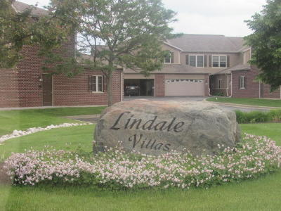 Muskego Condo/Townhouse For Sale: W161s7065 Olive Cir