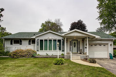 Lake Mills Single Family Home Active Contingent With Offer: 933 Mulberry St