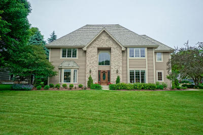 Waukesha County Single Family Home For Sale: 2740 Norman Dr