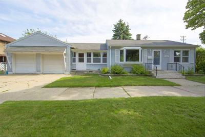 Racine Single Family Home For Sale: 3021 Dwight St
