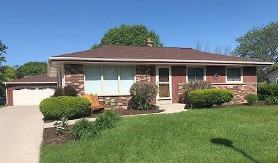 Milwaukee County Single Family Home For Sale: 10005 S Jennifer Ln