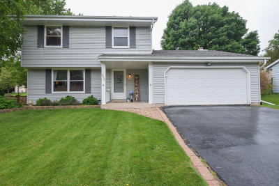 Waukesha County Single Family Home For Sale: 2334 Kensington Dr