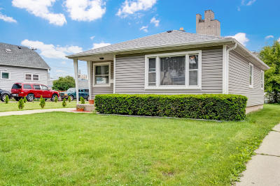 Milwaukee Single Family Home For Sale: 2165 S 37th St