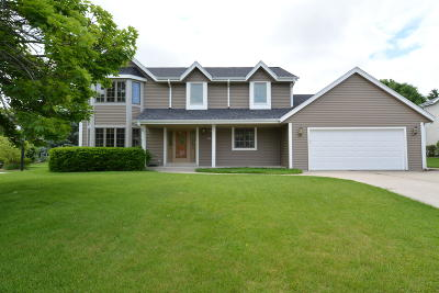 Waukesha County Single Family Home For Sale: 5045 S De Soto Ct