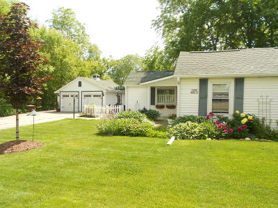 Waukesha County Single Family Home For Sale: W239n6602 Maple Ave