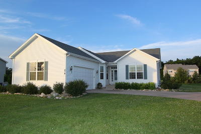 Williams Bay Single Family Home For Sale: 476 Chasefield Dr