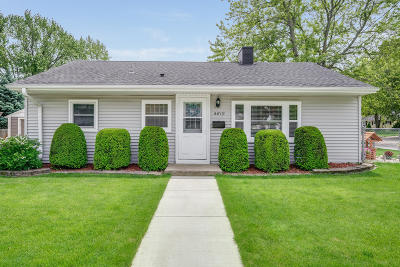 Kenosha Single Family Home Active Contingent With Offer: 4819 65th St