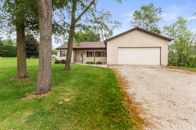 Genoa City Single Family Home For Sale: N954 Rose Dr