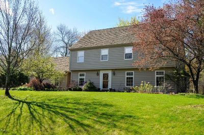Ozaukee County Single Family Home For Sale: 9745 N Lamplighter Ln