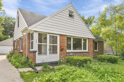Milwaukee Single Family Home For Sale: 225 N 90th St