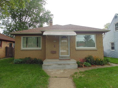 Milwaukee Single Family Home For Sale: 4330 N 66th St