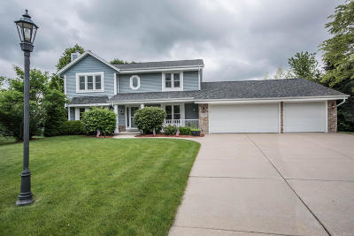 Pewaukee Single Family Home Active Contingent With Offer: 923 Sanctuary Ct