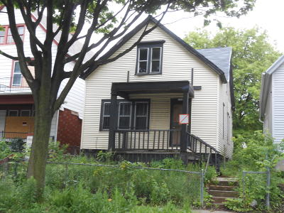 Milwaukee Single Family Home For Sale: 3010 N 22nd St