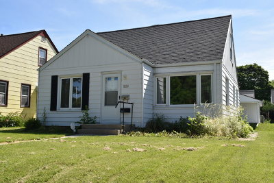 Milwaukee Single Family Home For Sale: 3354 N 85th St