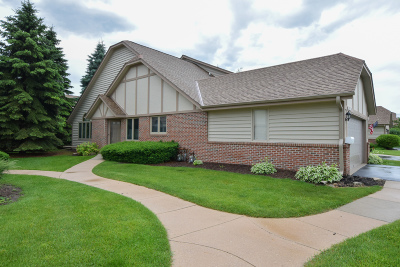 Pewaukee Condo/Townhouse Active Contingent With Offer: N34w23869 Grace Ave #A