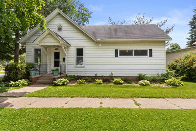 Lake Geneva Single Family Home Active Contingent With Offer: 600 Walworth St