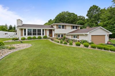 Cedarburg Single Family Home For Sale: 1519 Granville Rd