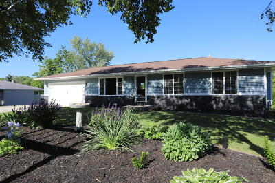 Howards Grove Single Family Home Active Contingent With Offer: 811 N Wisconsin Dr