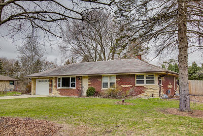 Menomonee Falls Single Family Home Active Contingent With Offer: N58w21772 Maclynn Dr