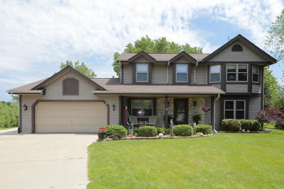 Muskego Single Family Home Active Contingent With Offer: W188s8630 Brooke Ln