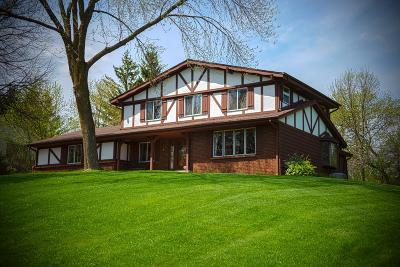 Brookfield Single Family Home For Sale: 19180 Timberline Dr