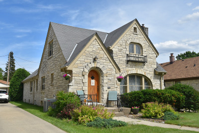 Milwaukee WI Single Family Home For Sale: $279,900