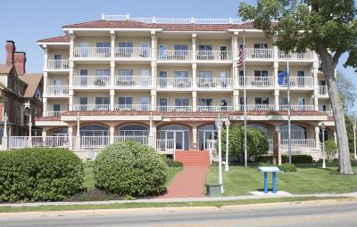 Lake Geneva Condo/Townhouse For Sale: 335 Wrigley Dr #401