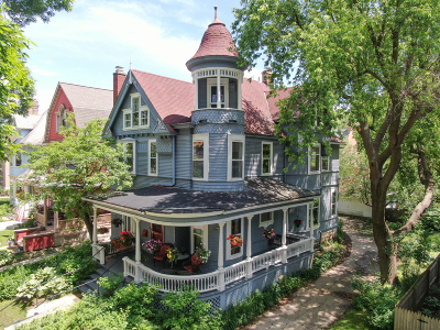 Milwaukee Single Family Home Active Contingent With Offer: 2732 N Shepard Ave