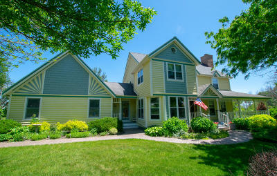 Cedarburg Single Family Home For Sale: 620 Williams Dr