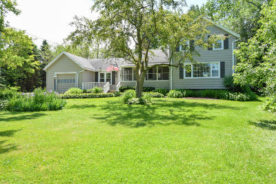 Brookfield Single Family Home For Sale: 18025 Bolter Ln