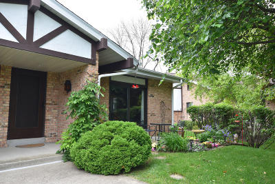 Cedarburg Condo/Townhouse Active Contingent With Offer: W53n122 McKinley Ct
