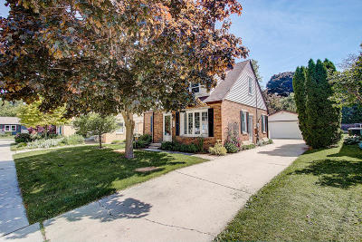 Port Washington Single Family Home Active Contingent With Offer: 422 Hillcrest Ct