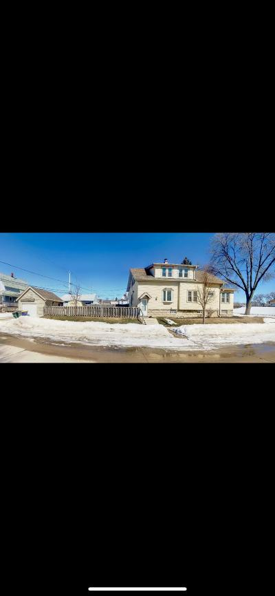 West Allis Single Family Home For Sale: 1931 S 77th St