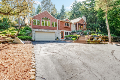 New Berlin Single Family Home Active Contingent With Offer: 1615 S Arcadian Dr