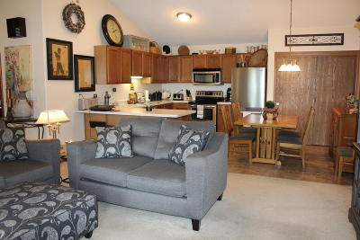 Delavan Condo/Townhouse Active Contingent With Offer: 517 Lawson School Rd #5