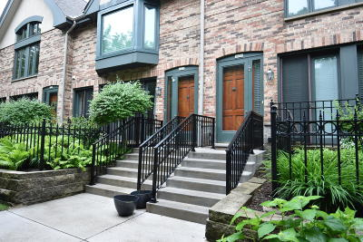 Milwaukee Condo/Townhouse Active Contingent With Offer: 1021 E Lyon St
