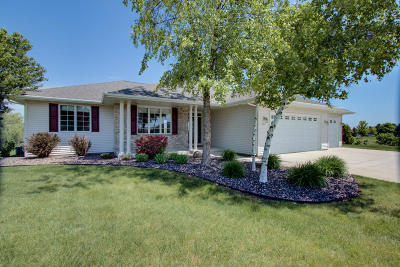 Sheboygan Single Family Home For Sale: 3016 Whispering Winds Dr
