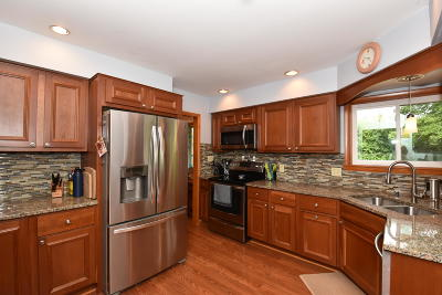 Muskego Single Family Home Active Contingent With Offer: W139s6898 Sherwood Cir