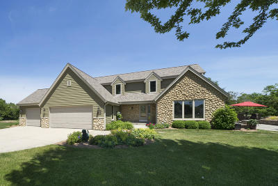 Nashotah Single Family Home Active Contingent With Offer: W329n3788 Timberwood Ct