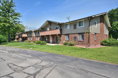 Germantown Condo/Townhouse Active Contingent With Offer: W158n11175 Legend Ave