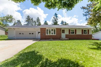Lake Mills Single Family Home Active Contingent With Offer: 726 Linden St