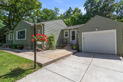 Lake Geneva Single Family Home Active Contingent With Offer: 1005 Mobile St