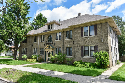 Milwaukee WI Multi Family Home Active Contingent With Offer: $269,900