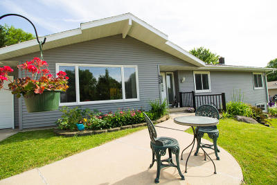 Lake Mills Single Family Home For Sale: 936 Plainview Ter