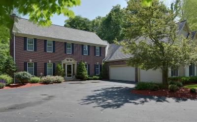 Oconomowoc Single Family Home For Sale: 4634 N Lake Club Cir