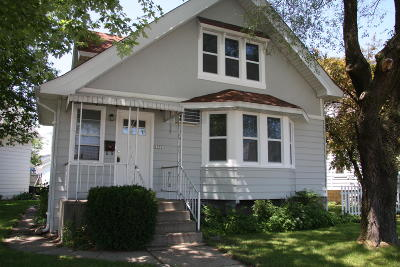 West Allis Single Family Home For Sale: 1931 S 59th St